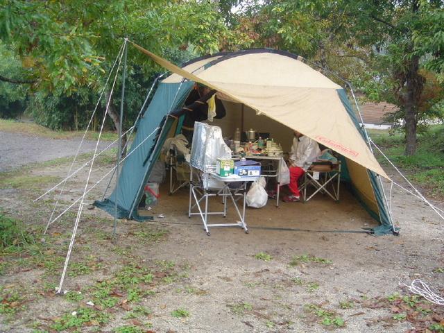 山鳥の森オートキャンプ場 3ポールスクリーンタープ