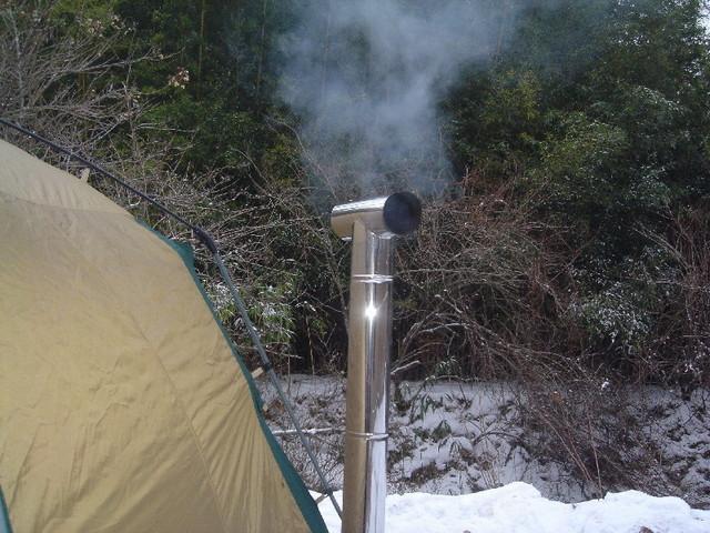雪中キャンプ 薪ストーブ 煙突