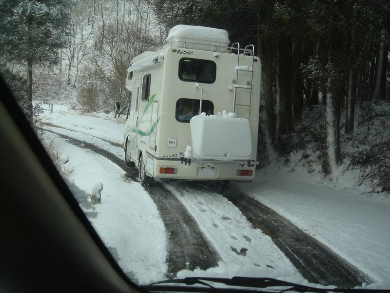 山鳥の森オートキャンプ場 雪中キャンプ キャンピングカー
