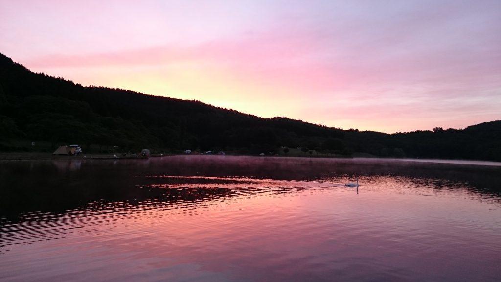 志高湖キャンプ場の朝焼け
