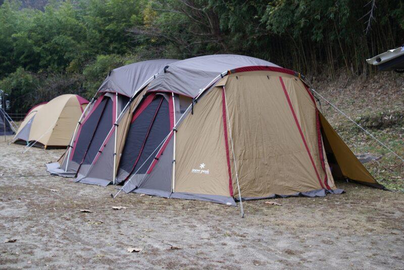 山鳥の森オートキャンプ場 リビングシェル連結